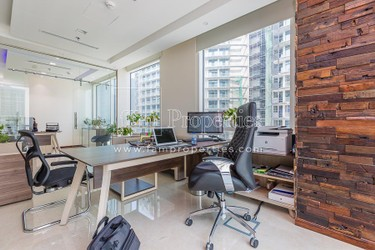 Office w/ Multiple Partitions,Bay Square