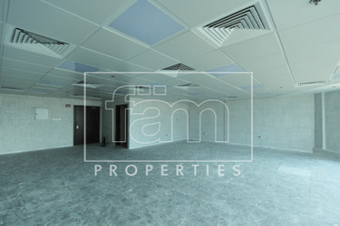 Fitted & Partitioned | 3 Parkings | High Floor |